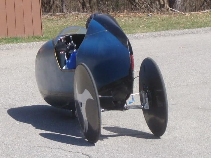 Tilting velomobile
