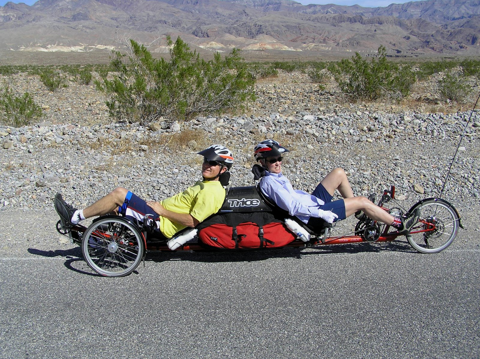 Back-to-back recumbent tandem trike