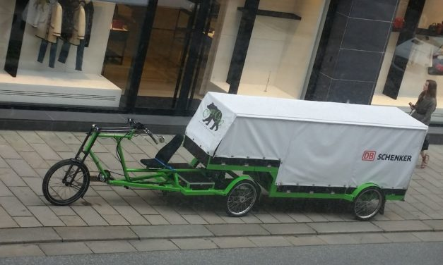 Das Nanuk: Recumbent semi-truck from Hamburg
