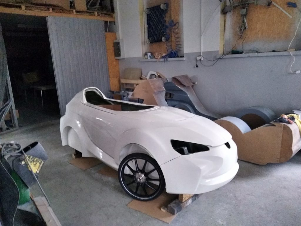 front wheels attached to the velomobile body